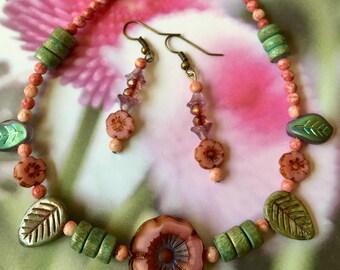 Mauve flower necklace set