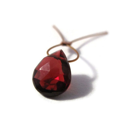 One Garnet Bead, Tiny Pear Shaped Briolettes, 9mm x 7mm, One Juicy Top Drilled Stone, Jewelry Supplies (B-Ga8a)