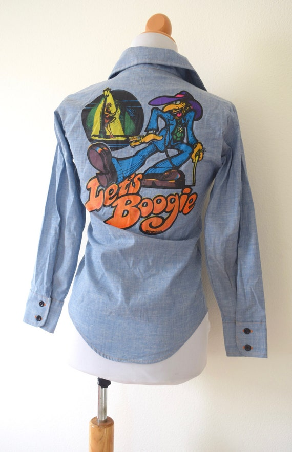 Vintage 70s R Crumb Let's Boogie Chambray Button Down Collared Shirt (size xxs)