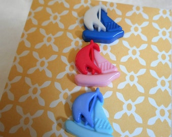 VINTAGE Small Display Card of Realistic Snap Sailing Boat Plastic BUTTONS