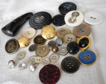 Lot Mix of over 30 VINTAGE Metal & Plastic Craft Sewing BUTTONS  MP1