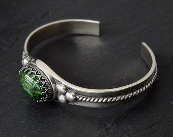 Chrome Diopside Bracelet: Sterling silver cuff, natural green gemstone cabochon, oval crown bezel, twisted rope wire, 7 inches