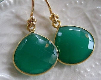 Green Onyx Minimalist Earrings-Minimalist Gemstone Earrings-Emerald Green