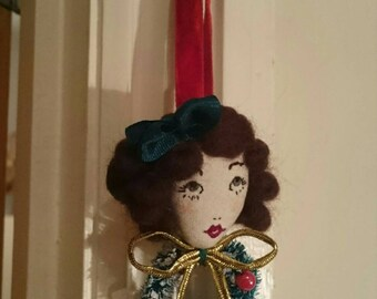 Hello Dolly!! Eve Christmas Wreath Doll Face Embroidered Bow Brooch Decoration