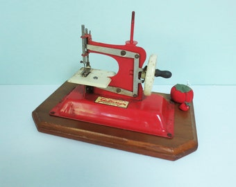 Gateway Toy Sewing Machine with Wooden Base and Miniature Red Tomato Pin Cushion, Vintage Junior Model, Red and Cream