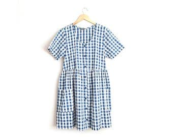 Size L // GINGHAM BABYDOLL DRESS // Button-Up Front - Short Sleeve - Star Pattern - 4th of July - Patch Pockets - Vintage '80s.