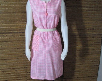 Deadstock 50s 60s Vintage Dress Pink Gingham Sleeveless Shift, Poly Cotton, Mod Rockabilly Zip Front House Dress, Sue Sherry NOS, Bust 36