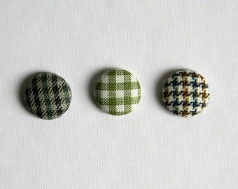 Lapel pin. Mens lapel button. Round boutonniere. Moss green, dark green. Geometric buttonhole. Plaid. Houndstooth. Gingham.