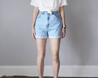 levis jeans shorts / denim 80s light blue wash faded high waist cuffed (m - l)