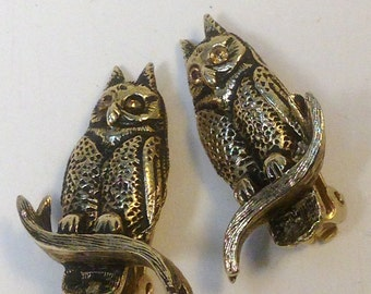 OWL Be There for You / Darling Vintage OWL Earrings with ToPAZ Colored RHiNESTONE Eyes by JOLLE// Cute Brass Owl Clip on Earrings / Brass