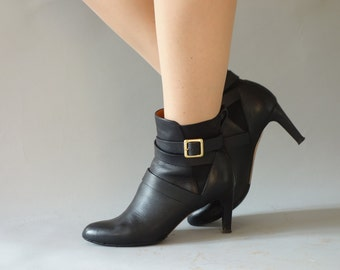 Authentic Chloé boots | Black leather ankle boots with buckle strap | size 39