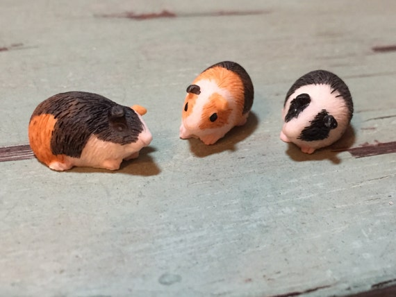 Miniature Guinea Pigs, Set of 3, Dollhouse Miniatures, 1:12 Scale, Dollhouse Pets, Accessories, Decor, Tiny Guinea Pig Figurines