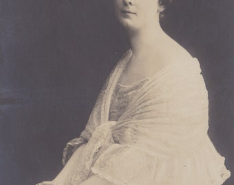 Miss Isadora Duncan, Famed Dancer, German Postcard circa 1905.