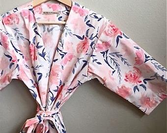 Pink Bridesmaids Robe. Bridesmaids Robes. Pink and Navy Bridesmaid Robes. Pink Bridal Robe. Dressing Gown. Suzanne's Garden Navy.