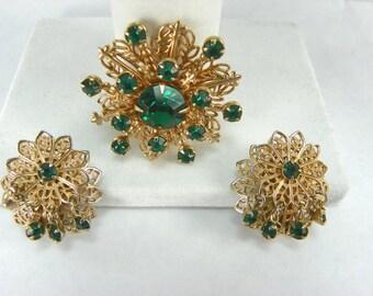 VINTAGE 1950s Earring Brooch SET Mothers Day Emerald Green Rhinestone Filigree Clip On Demi Parure Rivet Prong Mid-Century Snowflake Clipon