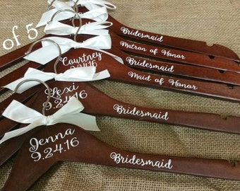 Personalized Wood Hanger for Bride and Bridal Party Set of 5/Wood Bridal Hanger/Wedding Hanger/Wedding Party Hanger/Bridesmaid Hanger/