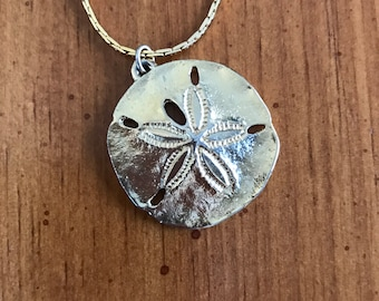 Vintage Napier Gold Tone Sand Dollar Pendant with Chain Necklace Jewelry