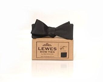 Narrow Men's self-tie bow tie 50s style vintage textured silk bow tie, classic bow tie, black skinny bow tie, 50s style wedding bow tie