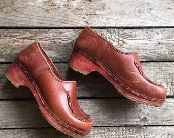 7 B | Vintage Wood Clog Shoes from Woodworks by Thom McAn