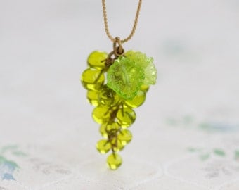 Green Glass Grapes Necklace - Short Necklace - Vintage Quirky Jewelry