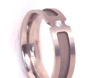 Titanium Wedding Band Ring with Clear Stone/ Size 11.5, Mens or Women's