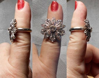 1 Vintage Rhinestone Daisy Ring  Size 6 Silver tone .  Only 15.00