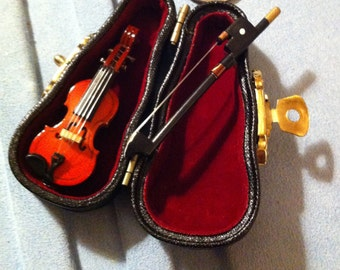 Violin 4 Inch Miniature with case, 4 inches Long in A Case,Collectbile Miniature
