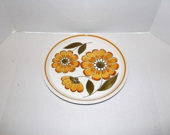 Mikasa Light N Lively Happy 4 Dinner Plates 1970s Flower Power Dinnerware Vintage Retro White and Yellow Gold