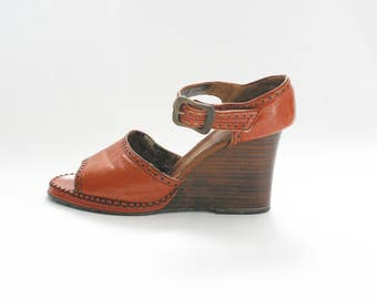 Vintage 1970s Faux Leather and Wood Wedges 70s Sandals 70s Wedges 70s Wood Shoes Peep Toe 70s Shoes Brown Leather Wedges Size 8 Size