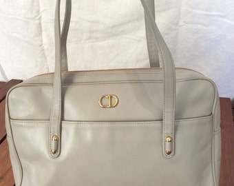 Vintage Fashionable Authentic Christian Dior light taupe leather shoulder bag
