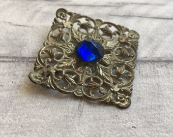 Vintage filigree brooch with blue gemstone, vintage brooch, vintage costume jewellery, geometric jewelry, retro brooches, etsy uk, vintage