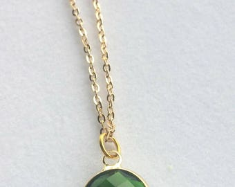 Emerald Gold Necklace. Green Glass Stone Necklace. Everyday Necklace. Wedding Jewelry. Simple. Modern.
