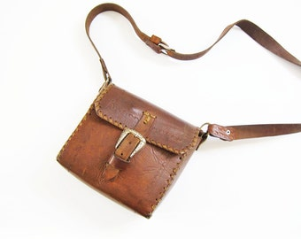 Vintage Tooled Leather Purse / 70s Brown Leather Crossbody Bag / Silver Buckle / Boho Bag / Small 1970s Purse
