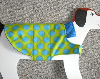 "Reversible Fleece Dog Coat, medium (20-25 lbs./ girth 23"" ) cool blue polka dots on lime green"