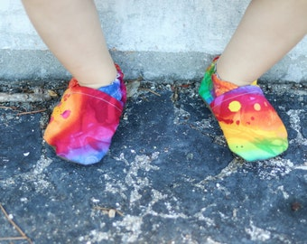 Tie Dye Rainbow Baby Shoes // Toddler Girl Shoes, Baby Slippers, Baby Shoes Girl, Newborn Moccasins, Elastic Baby Shoes, Fabric Baby Shoes