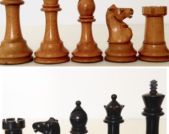 """Boxwood and Ebonised Chess Set, Baize Lined Box, Vintage Staunton Pattern Chess Pieces, 4"""" King, 1940s French? British Chess Company?"""