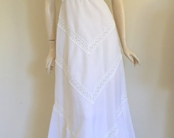 STUNNING Bohemian 60's Simple White Wedding Dress / Hippy / Small