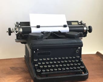 Royal Typewriter Black with glass keys. Working condition