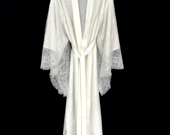 Brides lace robe, bridal robe, lace kimono, getting ready robe, lace kimono robe, wedding day robe, lace brides robe, lace brides kimono