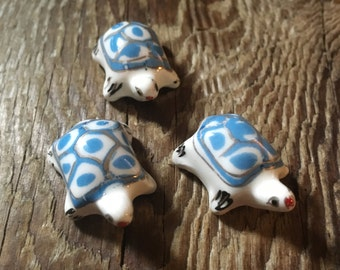 Hand Painted Chinese Porcelain Turtle Beads - Blue & White - Center Drilled - 25x20x10mm - 2 Beads per Order