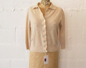 1950s Beige Cardigan // 50s Button Down Sweater Bust Details // Vintage 1950s Collared Cardigan