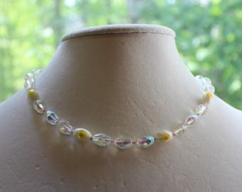 Pretty knotted glass beaded necklace yellow flower
