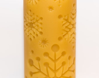 Beeswax Snowflake Cylinder Candle (14.94 cm x 6.98 cm)