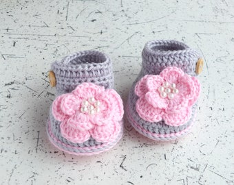 Gray Baby girl flower shoes - Flowes shoes - Baby girl gift - Newborn girl shoes - Crochet baby shoes - Baby girl Photo prop - Pink and gray