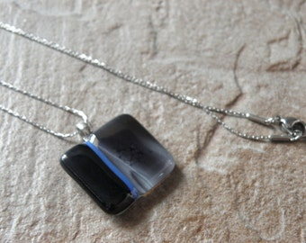 Fused glass pendant in fact in Quebec, handcrafted jewelry