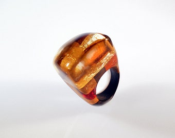 Ring elegant precious resin with gold leaf wood, handmade, style unico.Gioiello sculpture, wearable art, women ring