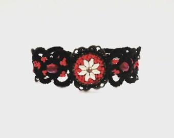 Black Lace bracelet, black tatting bracelet woven seed beads / / tatted bracelet / / toggle closure round/handmade