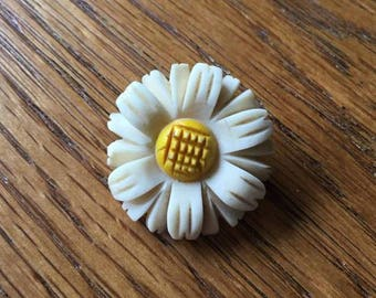 Daisy Brooch - vintage 1950s - Flower / floral design - 50s mid century pin
