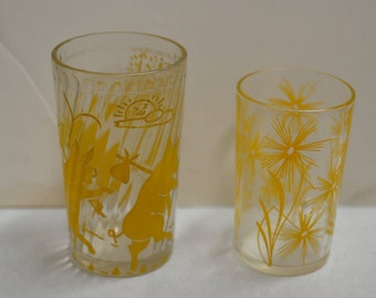 vtg 40s set of 2  yellow print juice / drinking / cocktail glasses