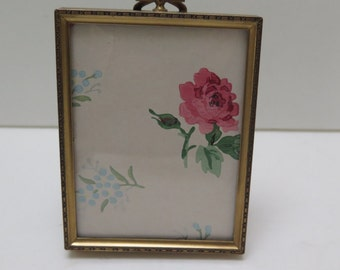 Beautiful floral pattern decorative 3 x 4  Brass  picture Frame.